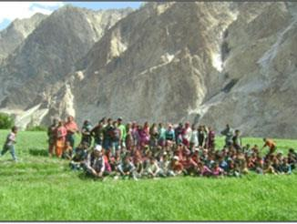 STUDENTS ENJOYING PICNIC AT CHALUNKA